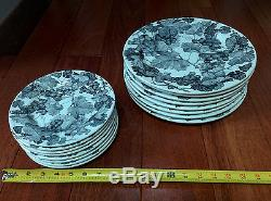 Crate & Barrel Black Grapes & Leaves Quadrifoglio Dinner & Salad Plate Set of 8