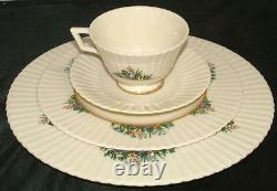 Lenox Rutledge China 40 piece set in perfect condition. Place setting for 8