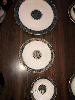 Royal Doulton Carlyle 32 pc Place Setting H5018 English Fine Bone China MINT