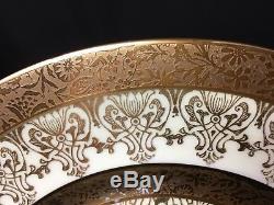 Set of 12 Beautiful Royal Bavarian Hutschenreuther 10&5/8 Dinner Plates Gold