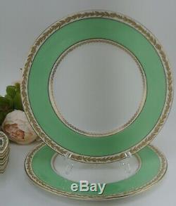 Set of 8 Royal Doulton Green and Gold Laurel Rims China 10-1/4 Dinner Plates