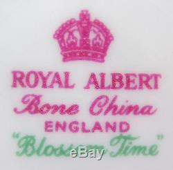 Set x 6 Dinner Plates 9 3/4 Royal Albert Blossom Time vintage England